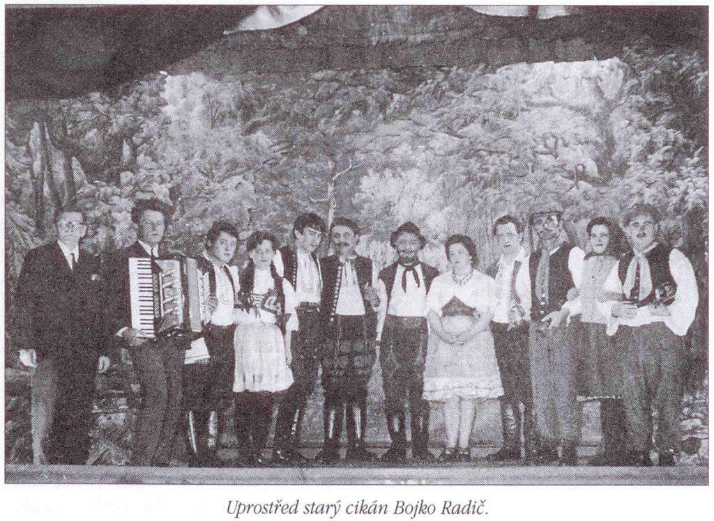 Uprostřed starý cikán Bojko Radič.